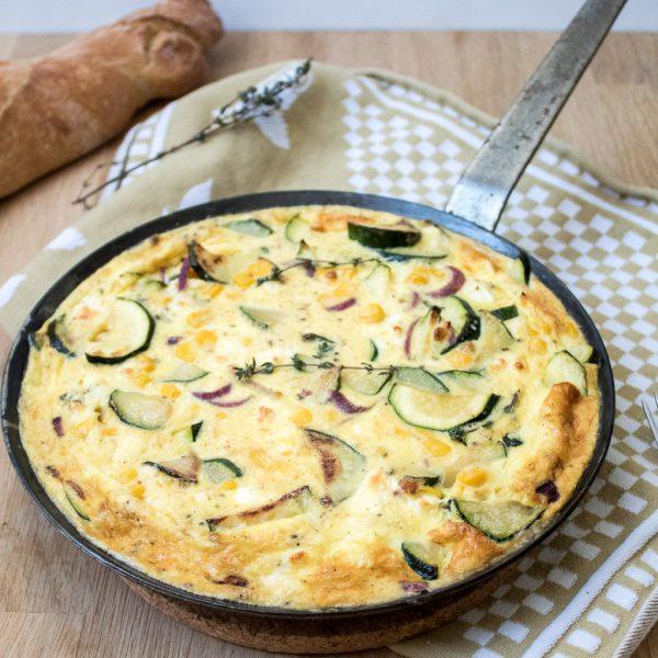 Zucchini Mais Frittata in der Pfanne