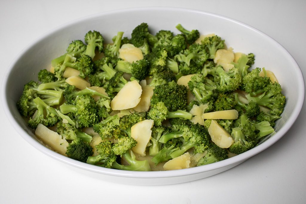 Vorbereitung des Brokkoli Kartoffel Gratin