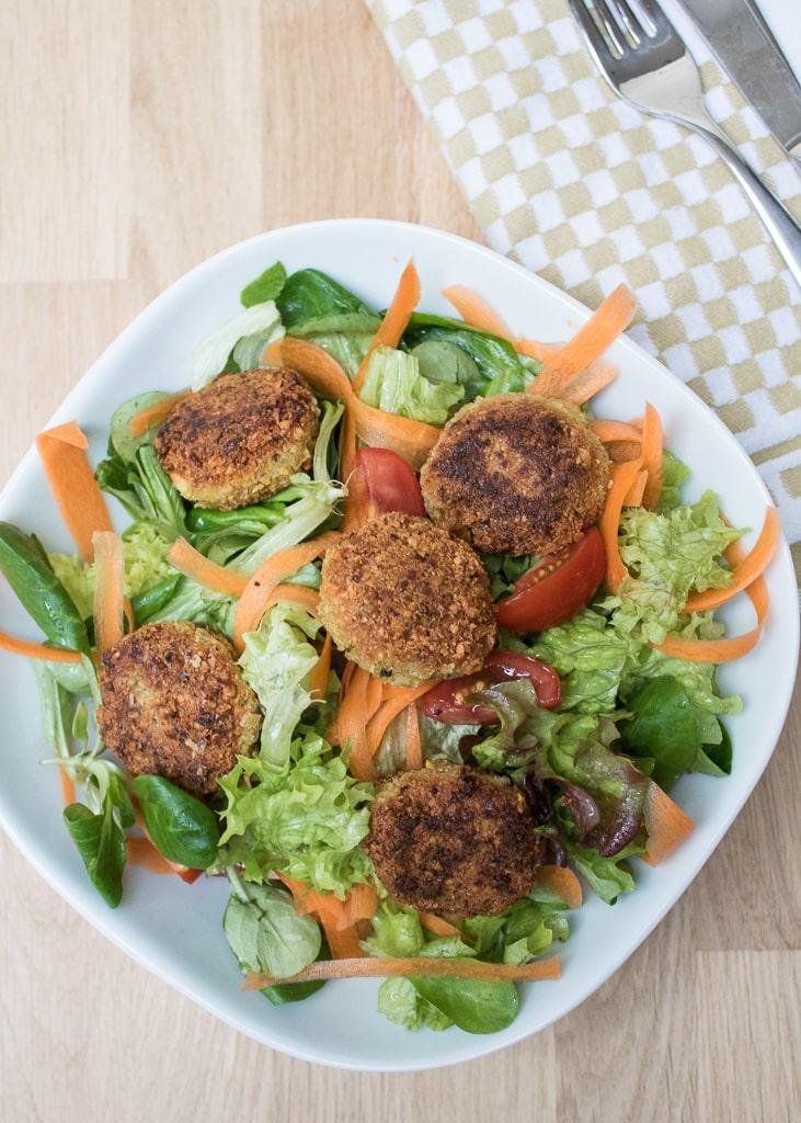Falafel or Chickpea Patties || Falafeln oder Kichererbsenbällchen
