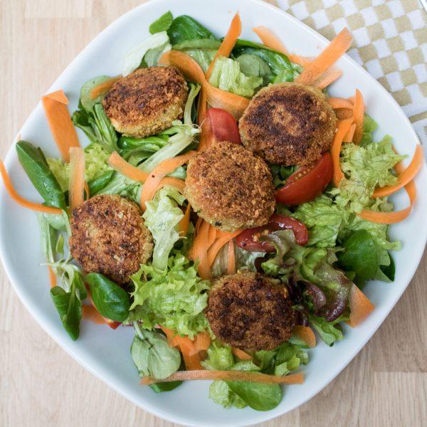 Falafel auf Salat