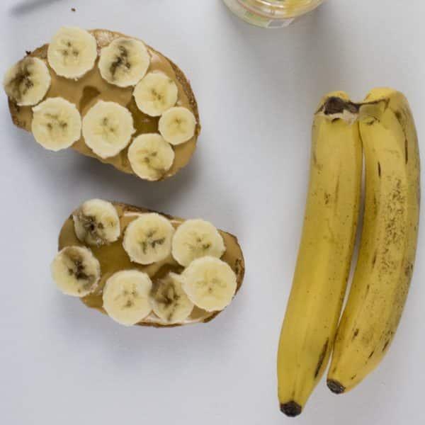 Bananen Toast mit Erdnussmus