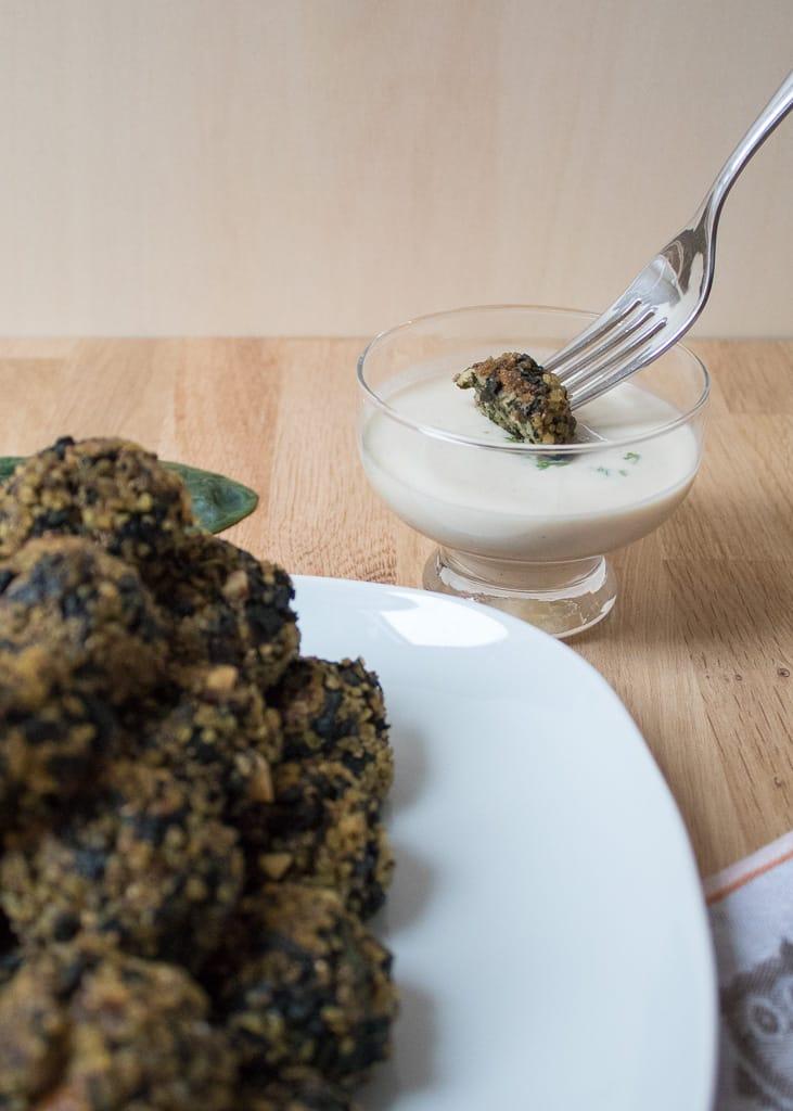 Vegan Baked Bulgur and Spinach Balls || Bulgur Spinat Bällchen aus dem Ofen