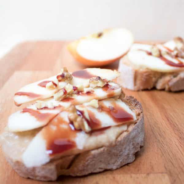 Süßer Hummus Toast