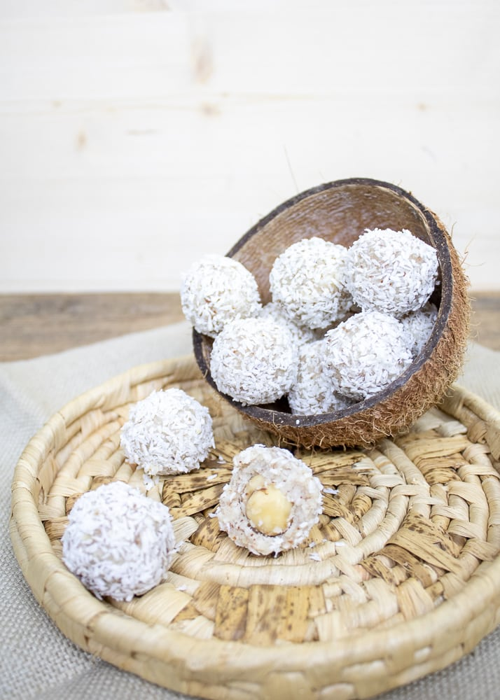 Coconut bites | Сурови кокосови бонбони