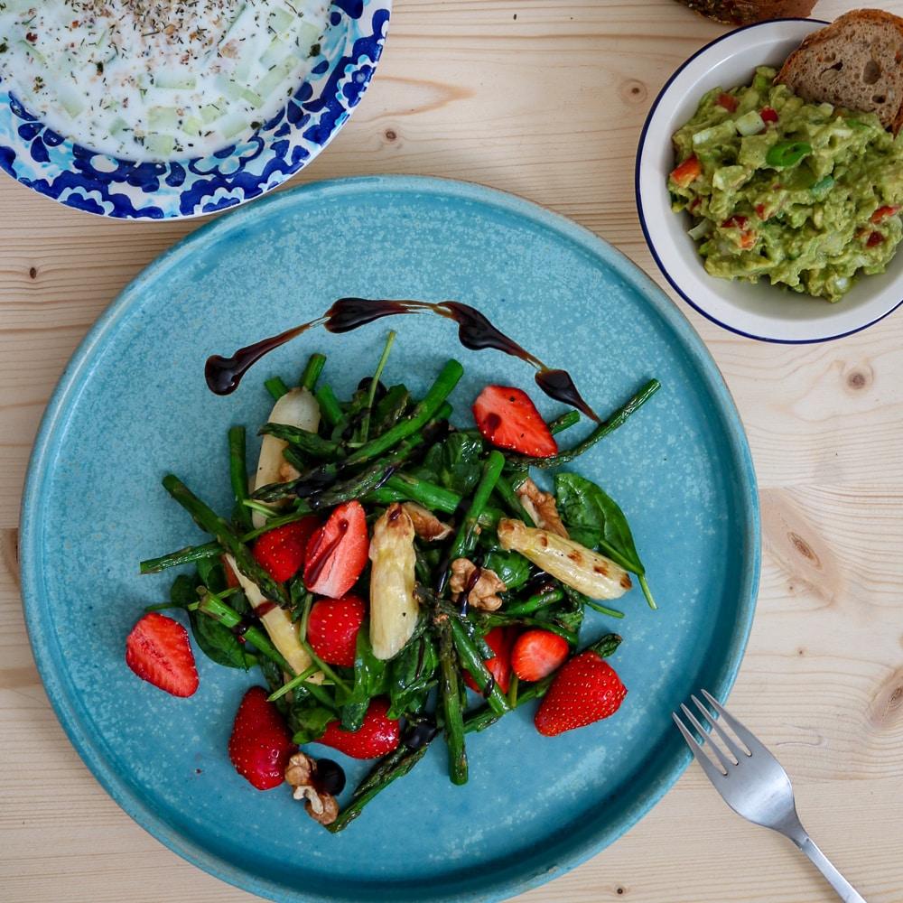 Asparagus Strawberry Salat   Салата с аспержи и ягоди